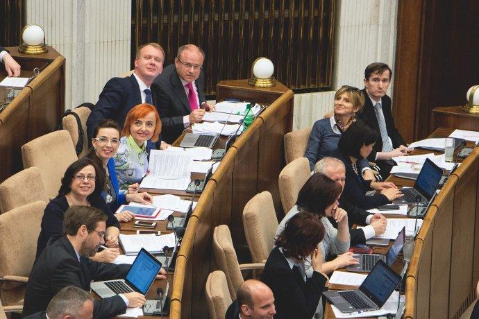 Sedem poslancov vznikajúcej strany už sedí pri sebe. Foto - Archív MB