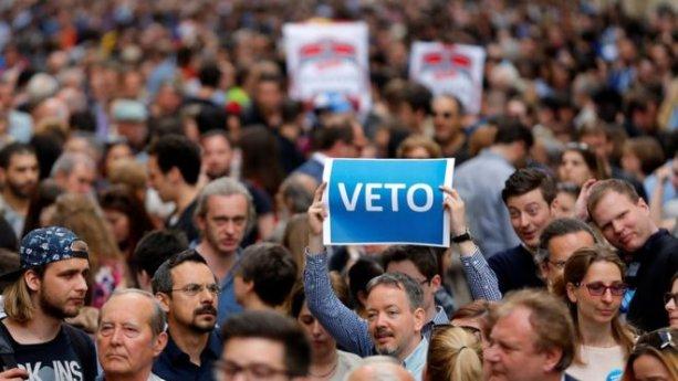 Demonštrácie proti zrušeniu CEU v Budapešti.