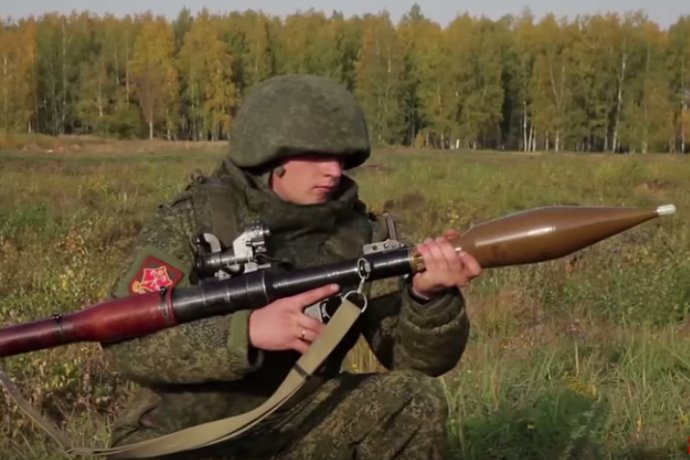 Z muničného areálu pri Trenčíne zmizlo jedenásť kusov protitankových striel (na obrázku) a 80 granátov. Ilustračné foto – YouTube/CrashZone