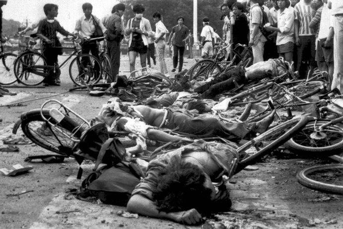 Námestie nebeského pokoja 4. júna 1989 po potlačení protestov. Foto – TASR/AP