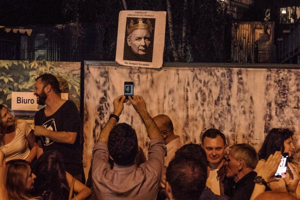 Mladej generácii Poliakov sa nepáči, akým smerom ťahá ich krajinu neformálny líder krajiny Jarosław Kaczyński. Foto – Tomáš Forró