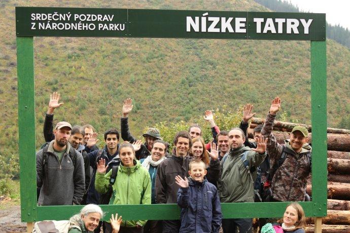 Ochranári posielajú Slovensku a lesníkom pohľadnicu s rúbaniskom. Foto – Karol Kaliský