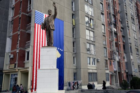 Kosovo, 2010. Bulvár Billa Clintona v Prištine.