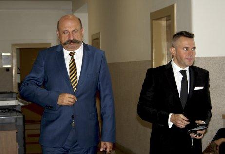 Vladimír Jánoš (vpravo) so svojím advokátom. Foto – TASR