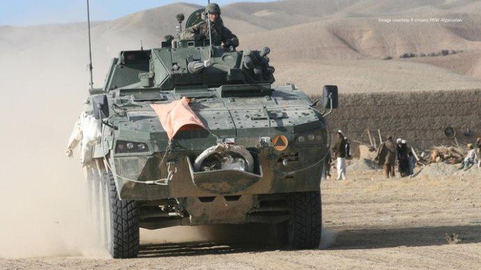 Fínske transportéry, ktoré sa páčia SNS, má vo výzbroji susedné Poľsko, ktoré ich vyrába doma pod licenčným označením Rosomak. Niekoľko rokov ich nasadzovalo aj v Afganistane. Foto – BAE