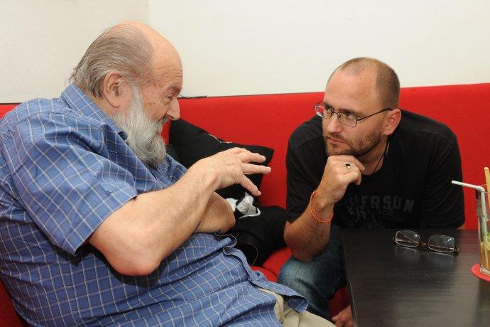 Kornel Földvári a Peter Krištúfek na pravidelných stretnutiach v Ex librise. Foto - Peter Procházka