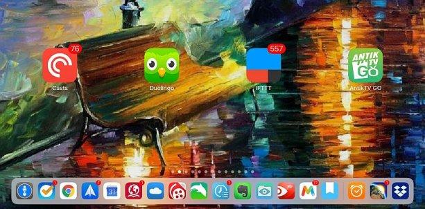 To najlepšie z iOS 11: do doku na 13-palcovom iPade sa dá ukotviť až 15 rôznych apiek. (Ďalšie tri variabilné ikonky zobrazujú naposledy otvorené apky.)