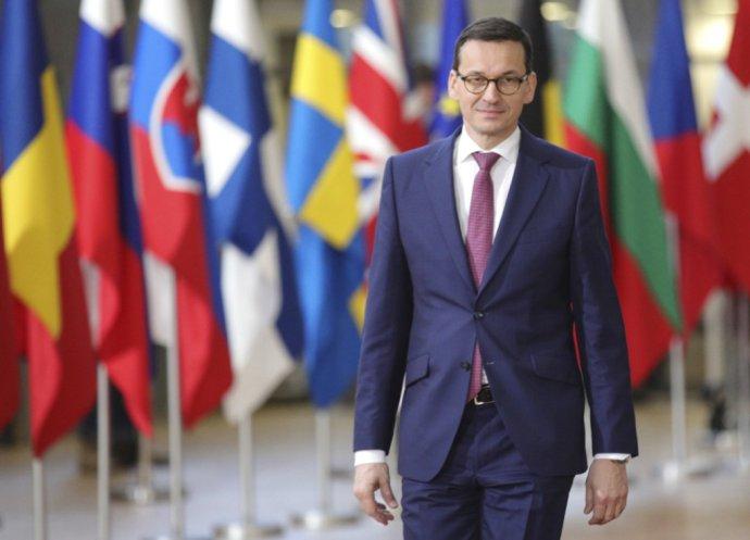 Nový poľský premiér Mateusz Morawiecki mal premiéru v Bruseli minulý týždeň. Už vtedy dával najavo, že z reformy neustúpia. Foto – AP