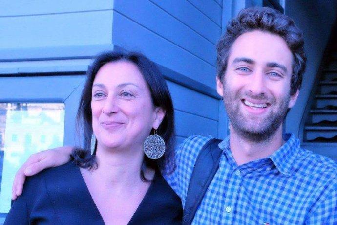 Zavraždená maltská novinárka Daphne Galizia a jej syn Mathew. Foto – archív M. C. G.