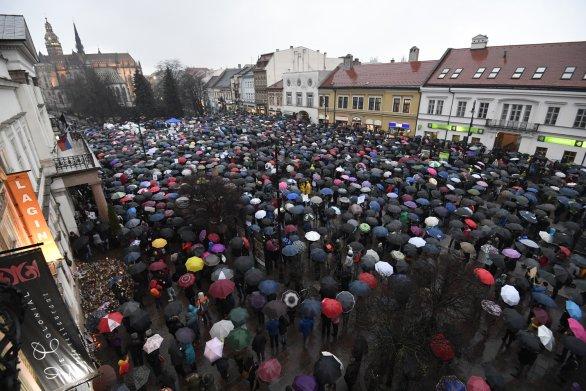 fe8afed3c Po skupine Za slušné Slovensko preberajú bratislavský pochod ...
