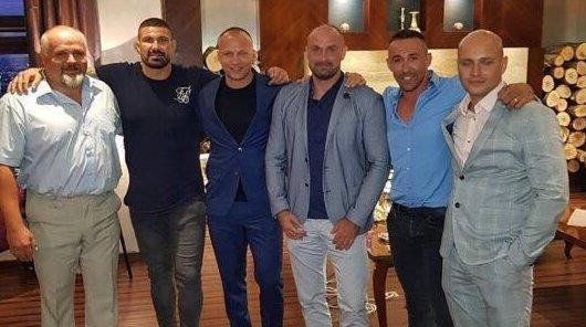 Zľava Peter Brath (Bonul), Attila Végh (zápasník), Matúš Mečár, Norbert Bödör, Eduard Gereg (podnikateľ) a Milan Mihálik. Foto - archív