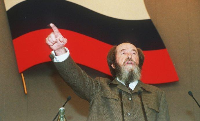 Alexander Solženicyn v roku 1994 po svojom návrate do Ruska reční v Dume. Foto - TASR
