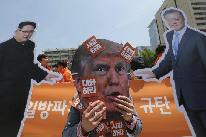Proti kroku Trumpa protestovali ľudia v Južnej Kórei. Foto – TASR/AP