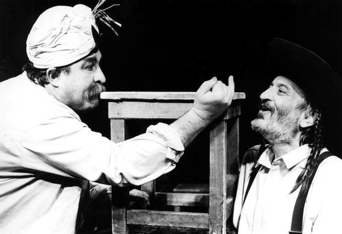 Július Satinský a Milan Lasica v predstavení Náš priateľ René (1991). Foto - Jozef Uhliarik