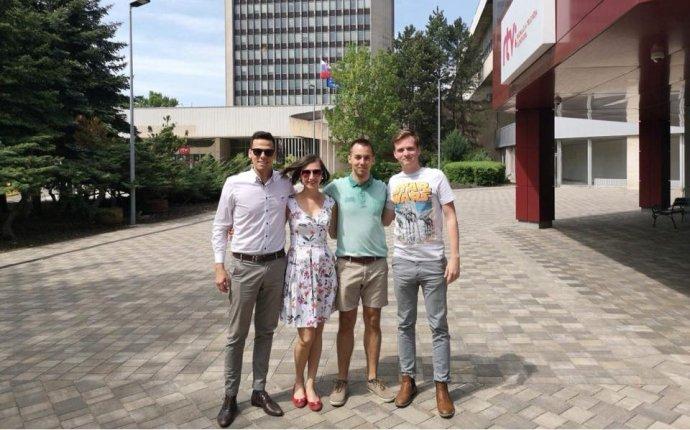 Novinári, ktorí museli odísť z RTVS pred dvomi rokmi. Kristián Čekovský, Jana Masárová, Matúš Dávid a Matúš Baňovič. Foto – FB Spravodajské odbory RTVS