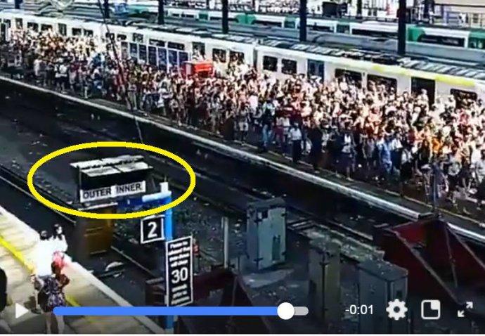 Za pár sekúnd sa dalo overiť, že video je podvrh. Na záberoch boli vidieť anglické nápisy.