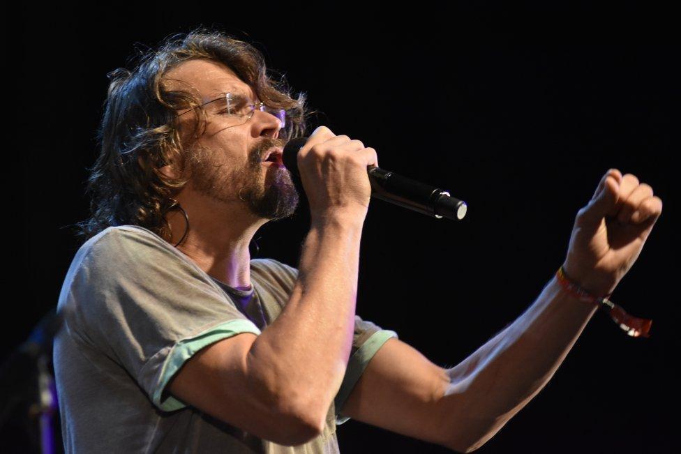 Dan Bárta počas koncertu na festivale Žákovic Open v roku 2016. Foto – TASR