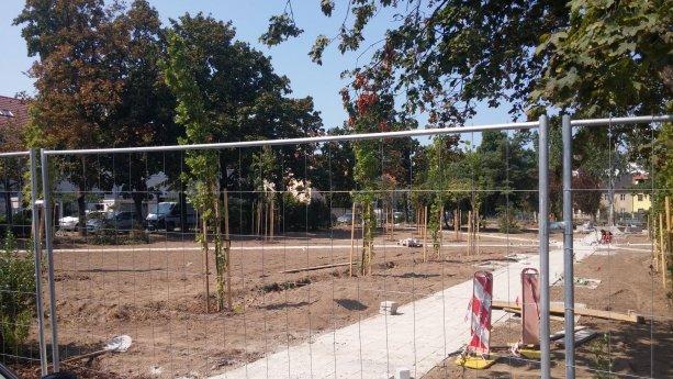 Približne mesiac pred voľbami sa otváral vynovený park na Ľudovom námestí.