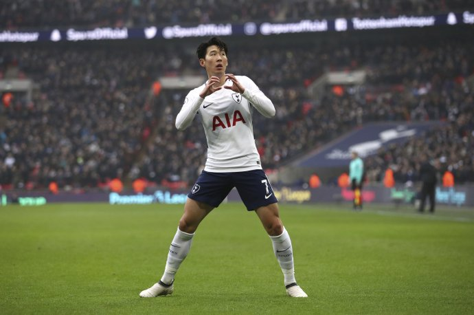Son Heung-min oslavuje gól v drese Tottenhamu. Foto - TASR/AP