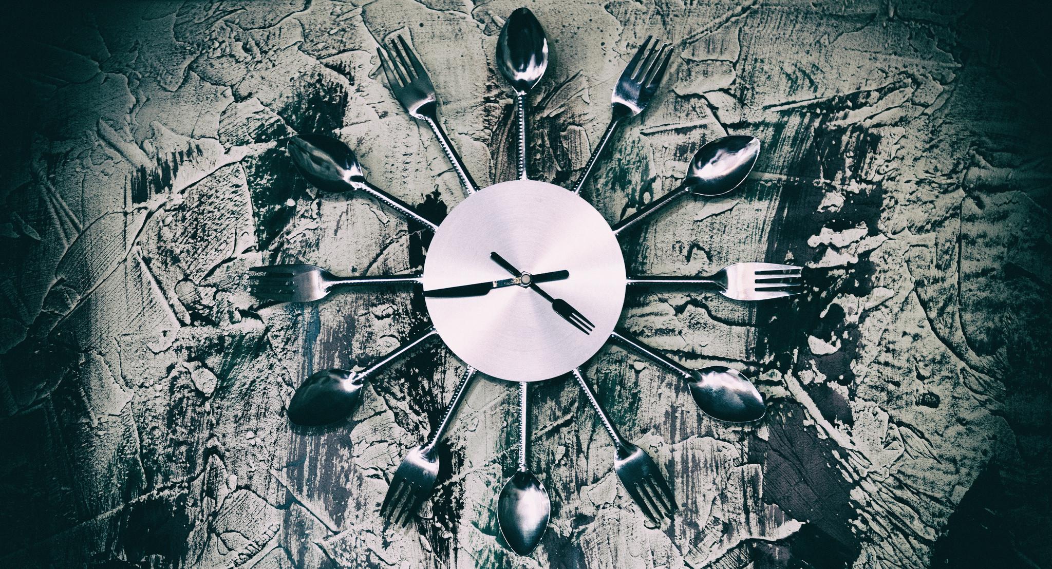Človek nie je stavaný na jedenie počas celého dňa, vedci skúmajú výhody  jedenia počas obmedzeného času – Denník N