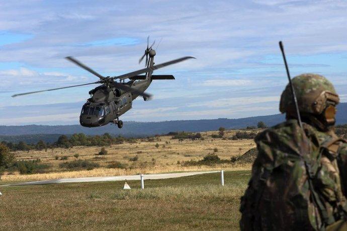 Deväť vrtuľníkov Black Hawk si bez súťaže objednala druhá vláda Roberta Fica, nákup dohodol bývalý minister obrany Martin Glváč. Foto - MO