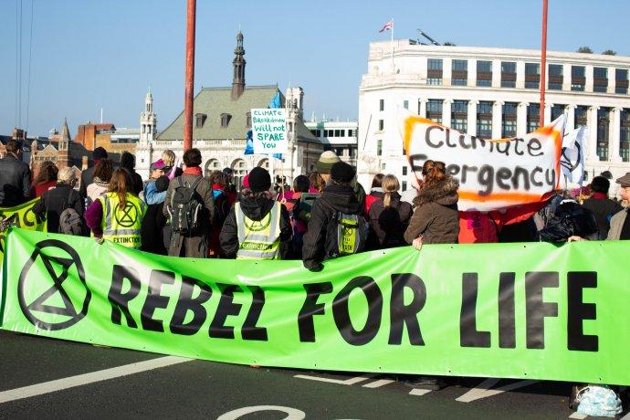V Londýne počas víkendu ľudia upozorňovali na nedostatočnú vládnu reakciu na klimatickú zmenu. Foto – Flickr/Julia Hawkins