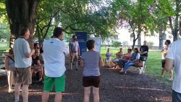 Diskusie s obyvateľmi sú to, čo sa stalo hlavným pilierom našej kampane. Táto sa odohrala v Mierovej kolónií.