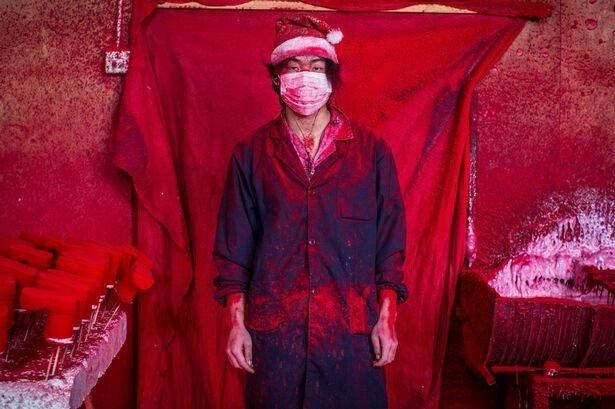 OFF festival predstaví aj snímky z obrovskej čínskej továrne na vianočné ozdoby. Foto - Ronghui Chen