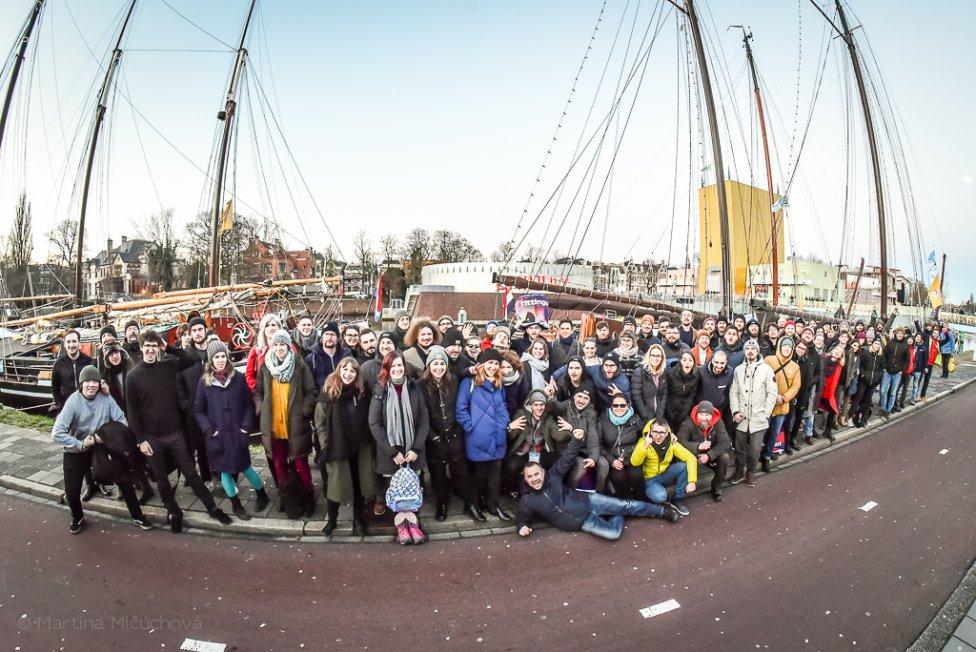 Takmer stočlenná slovenská výprava na festival Eurosonic bývala na lodiach v centre mesta a cestovala do Holandska dvomi autobusmi. Foto – Martina Mlčúchová