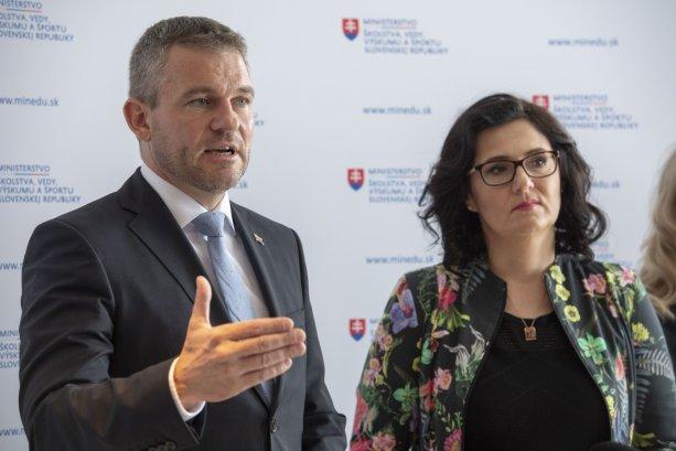 Premiér Pellegrini ide obstarávať gastráče podobne ako to urobila ministerka Lubyová. Podľa ÚVO v rozpore so zákonom. Foto: TASR