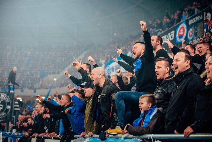 Fanúšikovia Slovana Bratislava počas otvorenia Tehelného poľa. Foto N – Peter Kováč