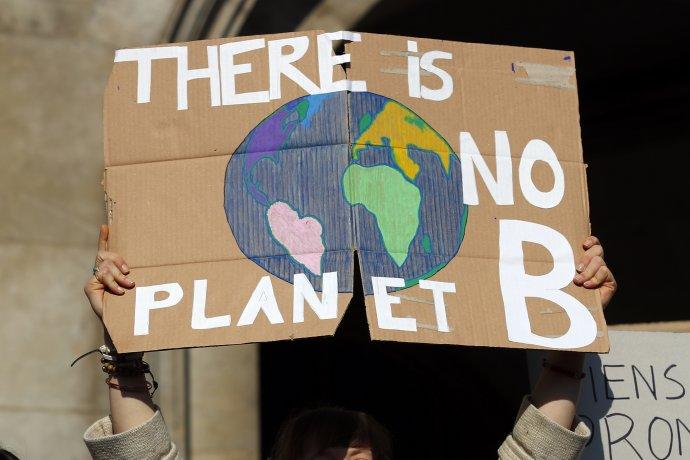 Klimatická zmena je typický príklad, keď väčšina ľudí a politikov myslí krátkodobo. Ilustračné foto - TASR/AP