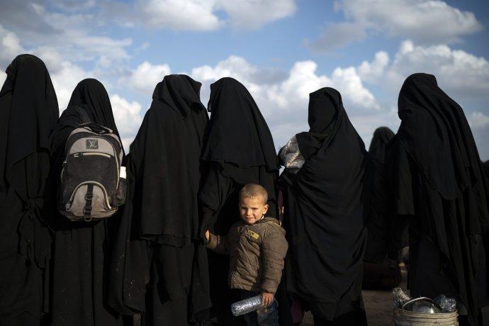 Ženy z Islamského štátu bývajú oblečené v nikábe. Foto - tasr/ap