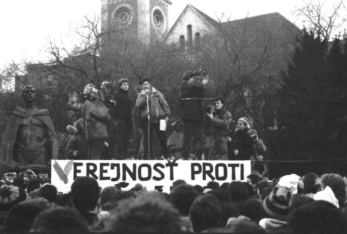 Protesty na Námestí SNP v Bratislave. Foto - Marián Sedílek