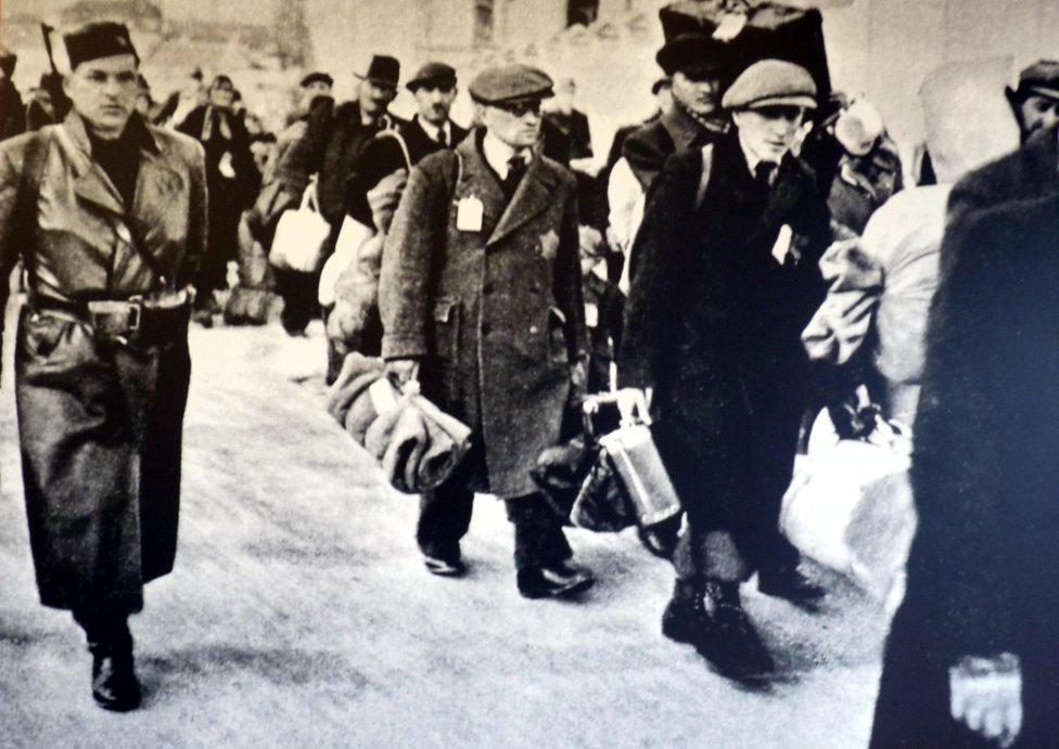 Väčšina Slovákov sa Židov chcela zbaviť alebo aspoň mlčali, keď ich odvážali do koncentrákov. Foto - Slovenský národný archív