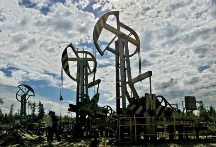 Ruská ropná plošina na Sibíri. Foto - TASR/AP