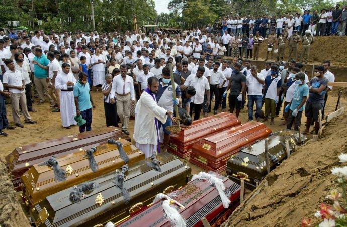Pochovávanie mŕtvych. Foto - tasr/ap