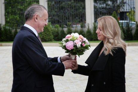 Andrej Kiska a Zuzana Čaputová pred Prezidentským palácom. Foto N – Tomáš Benedikovič