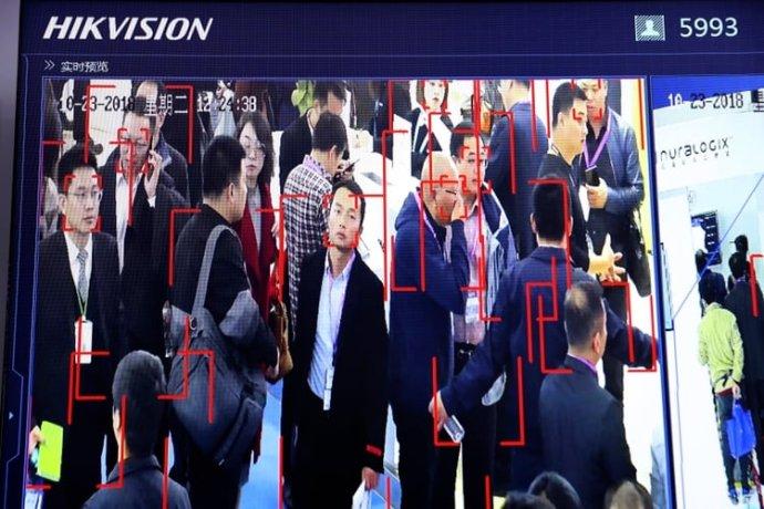 Rozpoznávanie tvárí bezpečnostnými kamerami zabezpečuje štátna firma Hikvision. Foto - AP/Ng Han Guan