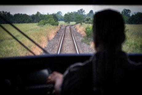 Nedostatok rušňovodičov na západnom Slovensku sa prehĺbil po tom, ako ZSSK prevzala od RegioJetu linku do Komárna. Foto N – Tomáš Benedikovič