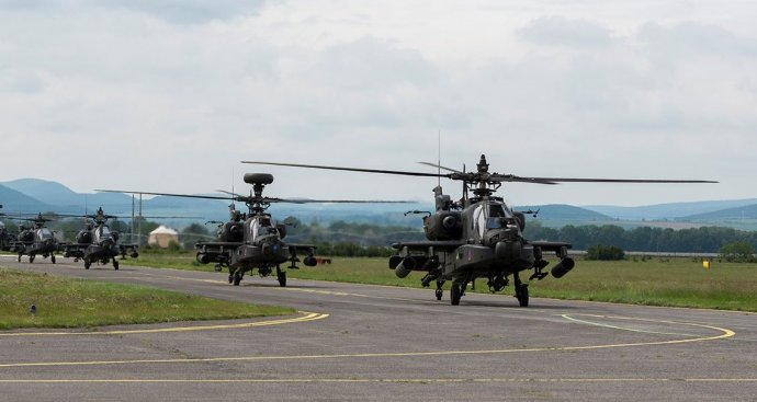 Vrtuľníky Apache na letisku v Piešťanoch 29. mája. Foto - Facebook Letiska Piešťany