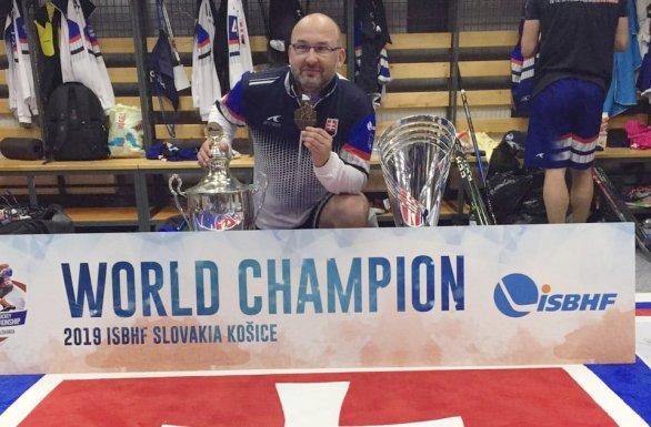 2833c16672467 Tréner zlatých hokejbalistov: Demitra hral naplno aj s nami, po ...