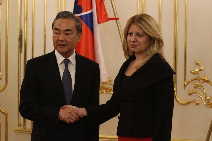 Zuzana Čaputová a čínsky minister zahraničných vecí Wang I. Foto – FB Zuzany Čaputovej