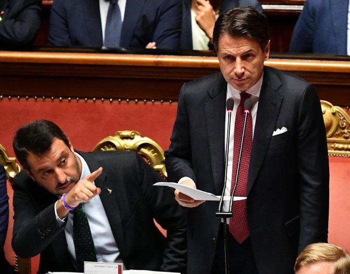 Matteo Salvini a Giuseppe Conte počas debaty v senáte. Foto – TASR/AP