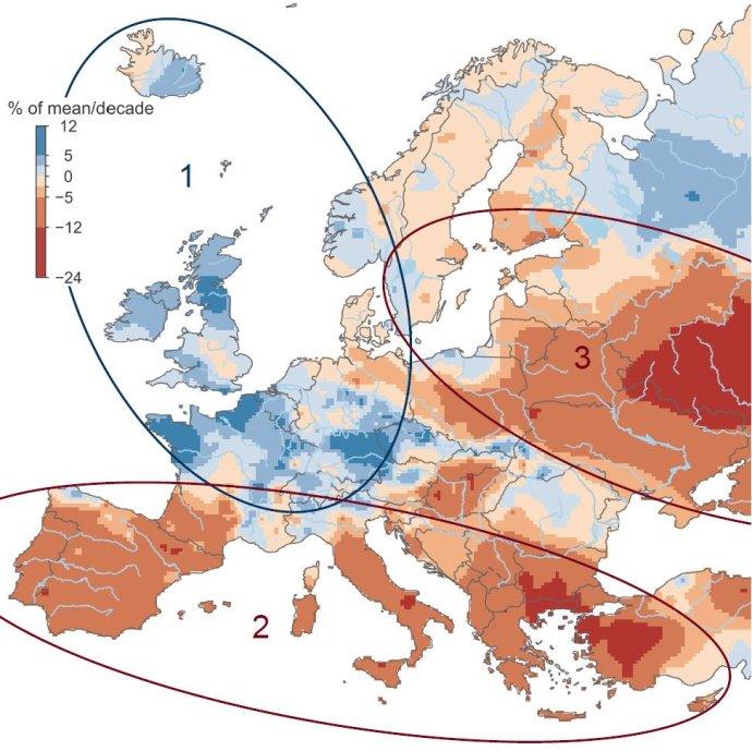 Regióny so stúpajúcou (modrá farba) a klesajúcou (červená farba) povodňovou aktivitou. Foto – STU/Ján Szolgay