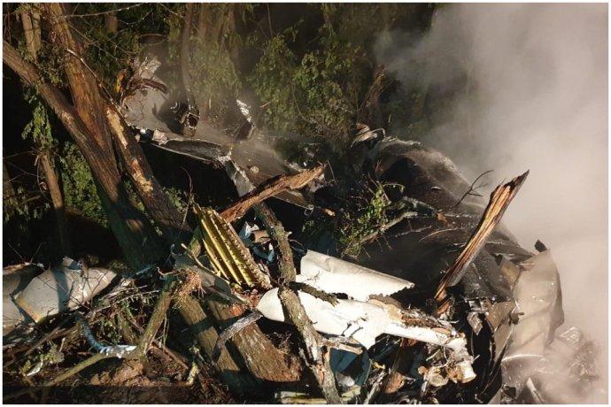 Snímka z miesta pádu stíhačky pri obci Nové Sady. Foto - Polícia SR