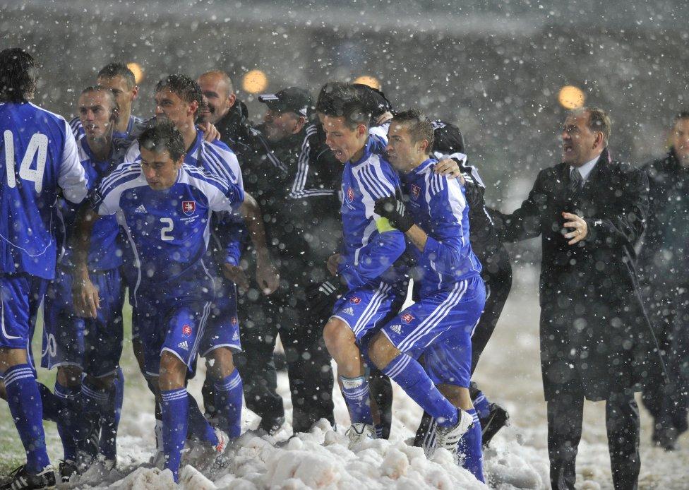 Slovenská radosť po góle na 1:0. Foto: TASR - Pavel Neubauer