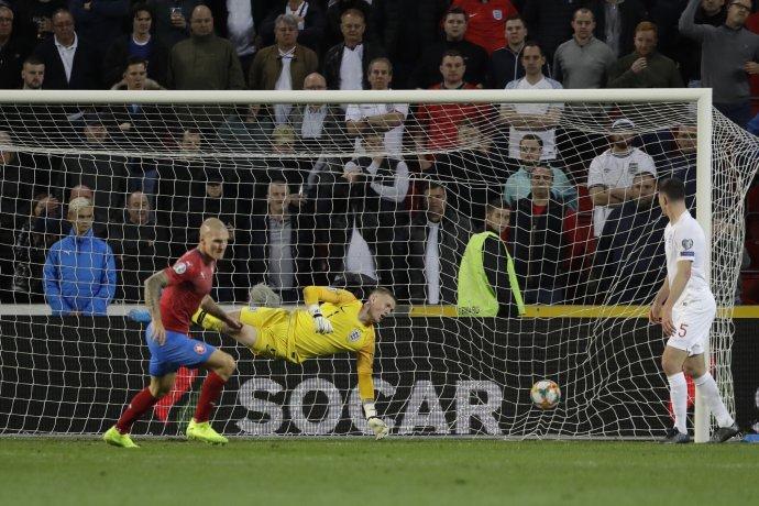 Zdeněk Ondrášek rozhoduje zápas Česko - Anglicko. Foto- AP Photo/Petr David Josek