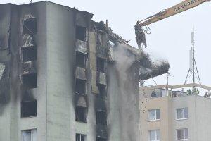 Stavebná firma z Česka začala v pondelok s demolíciou domu na Mukačevskej ulici. Foto - TASR