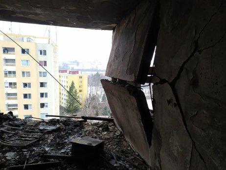 Bytovka číslo 7 po výbuchu. Zdroj – FB Polícia SR